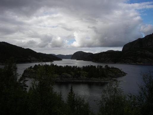 Blick auf einen Fjord in Norwegen