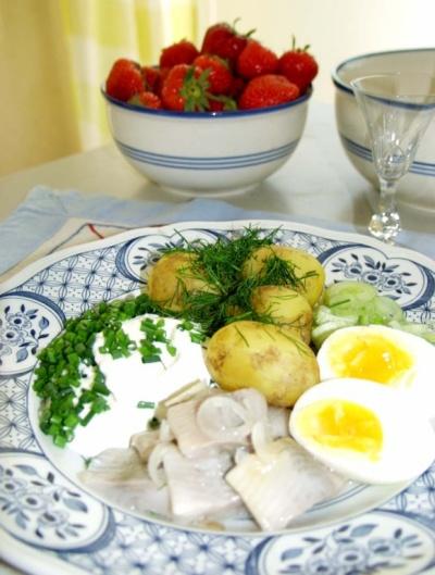 Hering, Kartoffeln und Erdbeeren