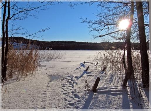 Stora Hornsjön mit Sonne und Schnee