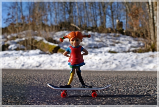 Pippi mit Skateboard