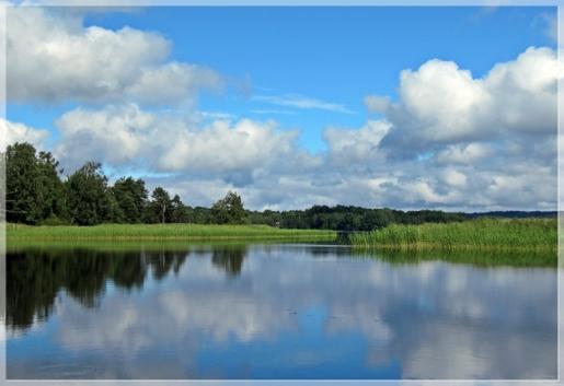 Wolkenspiegelung im See